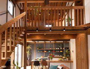 サイエンスホーム八戸展示場3つのポイント|02:ダイナミックに広がる吹き抜けを作り、居心地のよい開放感に。