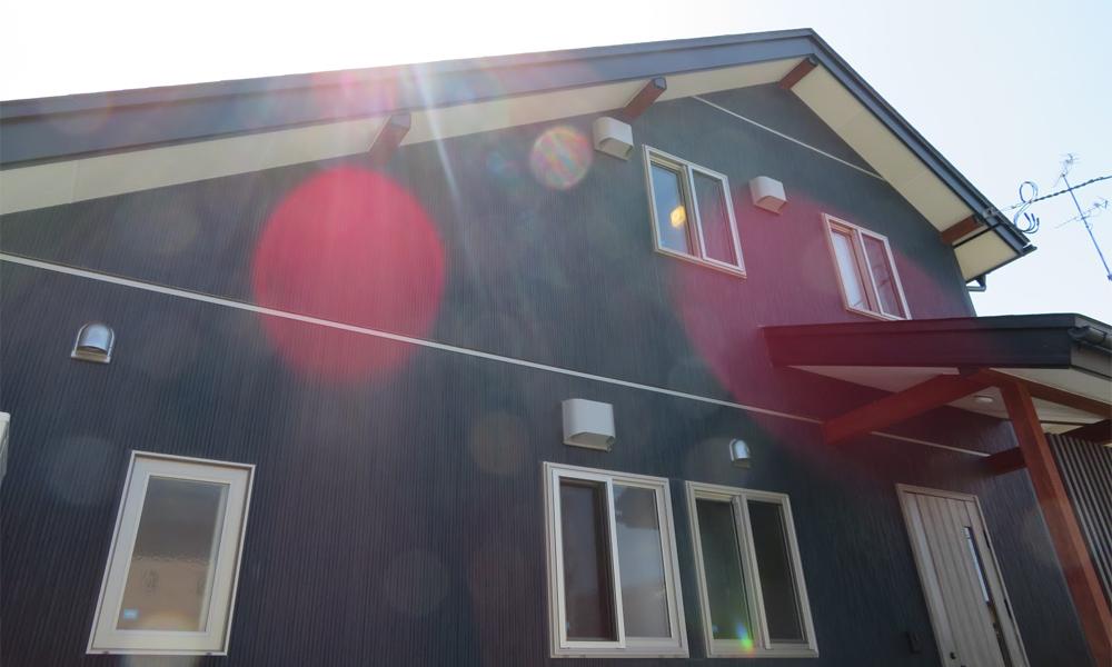 サイエンスホームの施工事例|チェリー色の家