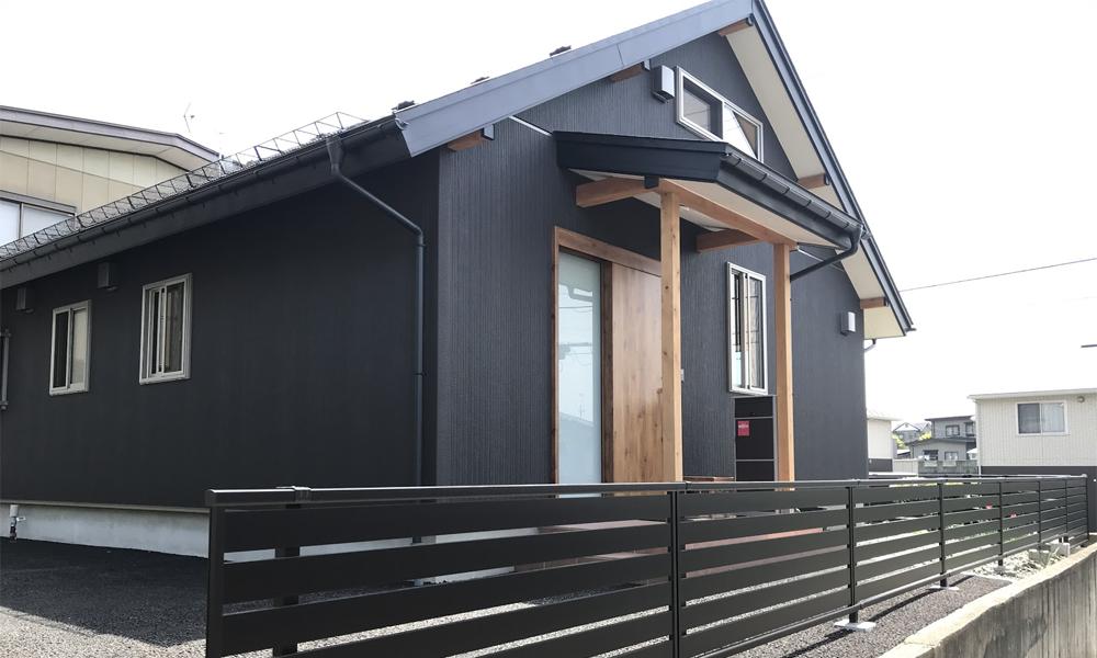 サイエンスホームの施工事例|平屋+小屋裏部屋 低い斜め天井が安心感を与えるおうち