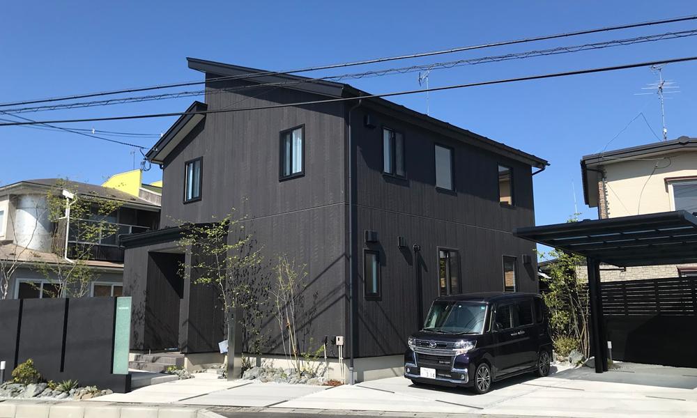 サイエンスホームの施工事例 漆黒で統一されたシックな和テイストの家