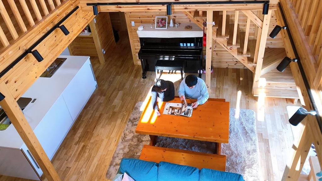 サイエンスホームの施工事例|ログハウスのような木に包まれるリラックス空間の家